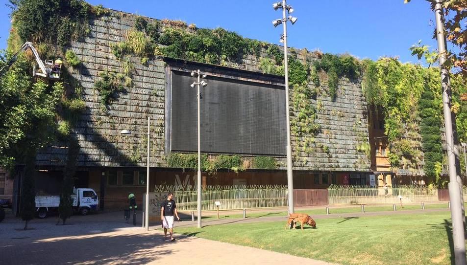 La pantalla de la Tabacalera ha quedat a l'ombra des de finals de l'any passat.