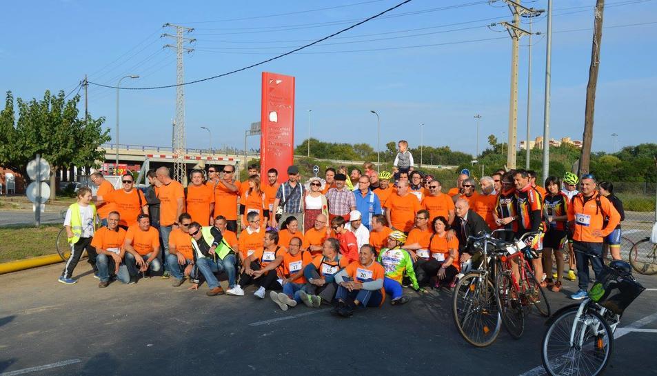 Foto de grup dels participants de la I Trobada Bike Clàssica i Curioses.
