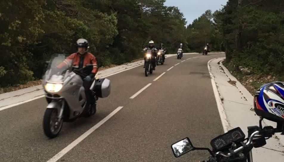 Imatge d'arxiu de la sortida nocturna del grup Motos Clàssiques de Reus