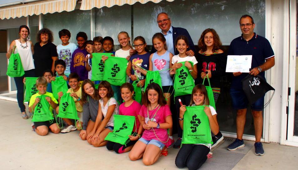 La classe de 5è B de l'escola La Portalada, guanyadora del premi Semàfor Verd.