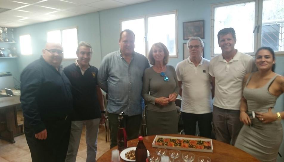 La família, amb el president del CD Morell.
