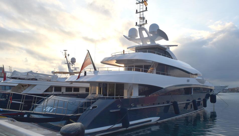 L'embarcació Sky amarrada a Tarragona.