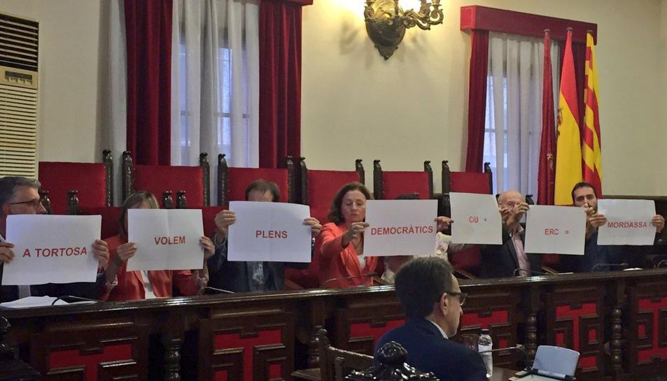 Tortosa aprova les noves ordenances fiscals en un ple marcat per les protestes pel nou reglament