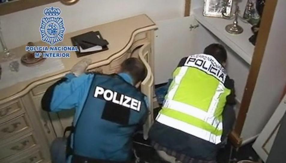 La policia va detenir el clan en la seva casa de Miami Platja, a Montroig del Camp.