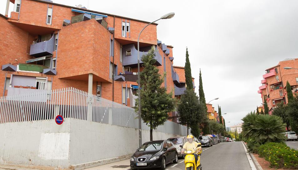 El carrer de Barcelona al Barri Gaudí.