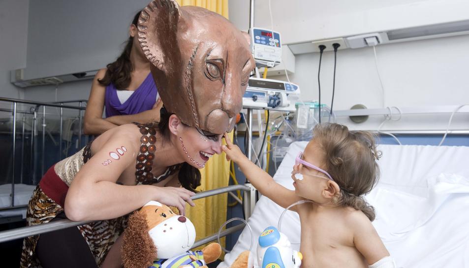 Dotze actors amateurs han visitat l'hospital.