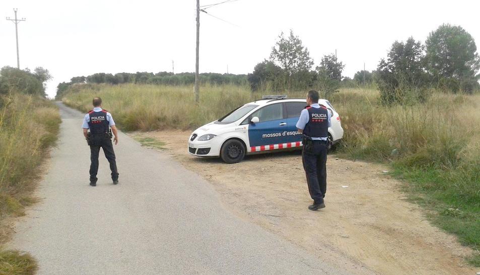 Agents dels Mossos que participen en el control de la zona a les Borges.