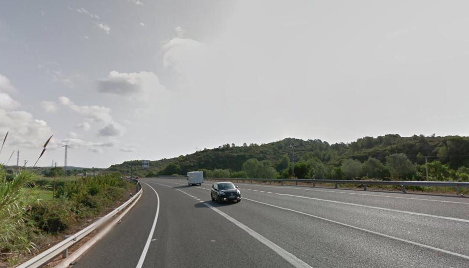 L'accident s'ha produït a la N-340 al seu pas per la Riera de Gaià.
