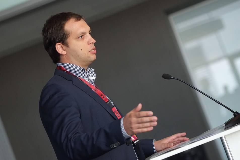 Rafa Fuertes durant el discurs d'inauguració de la fira exproReus