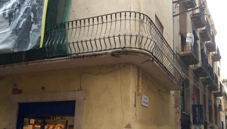El despreniment s'ha produït en el balcó del primer pis.