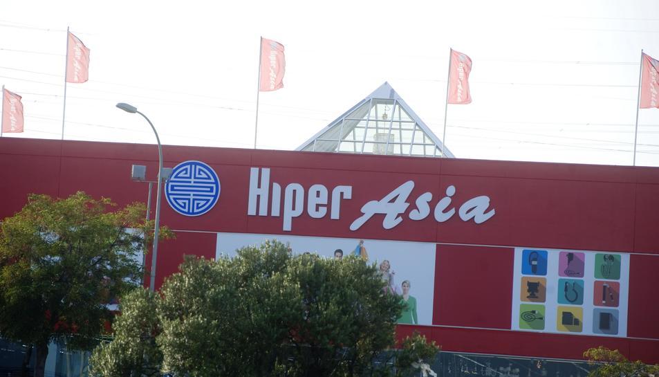 Hiper Asia és l'últim gran magatzem xinès que s'ha obert a Les Gavarres, a principis del passat mes d'agost.