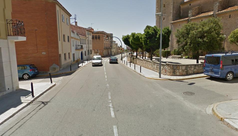 El vehicle s'ha incendiat al carrer Prat de la Riba de Sant Jaume dels Domenys.