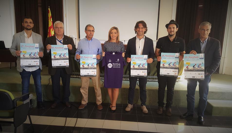 Foto de grup de la presentació de la 26a Bicicletada Popular de Tarragona.