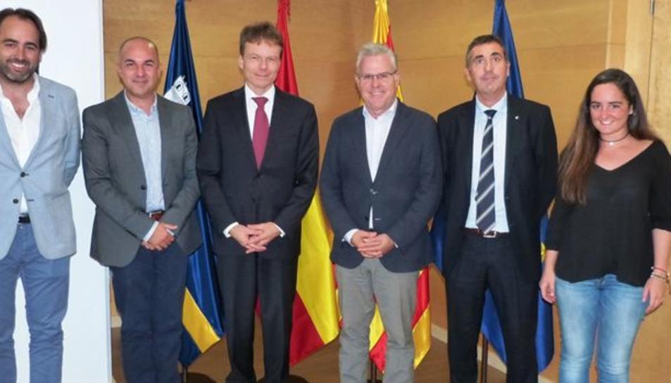 L'alcalde de Salou, Pere Granados, junt al director i als gestors de Merce