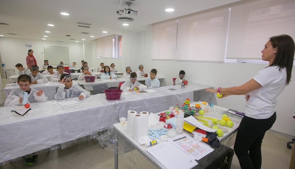 Fundación Repsol porta els Tallers científics a Tarragona per segon any consecutiu.