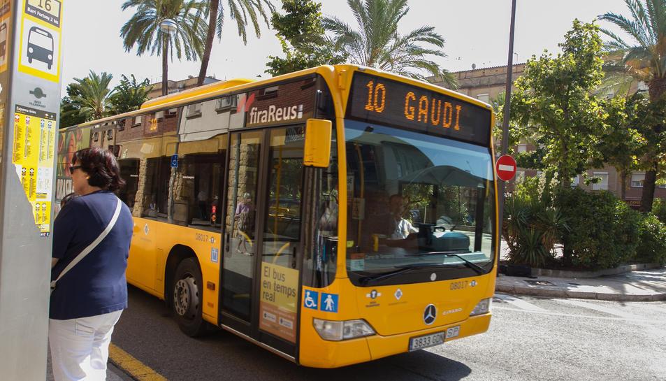 Un autobús de Reus Transport ha atropellat una dona aquest migdia davant de l'Hotel Gaudí.