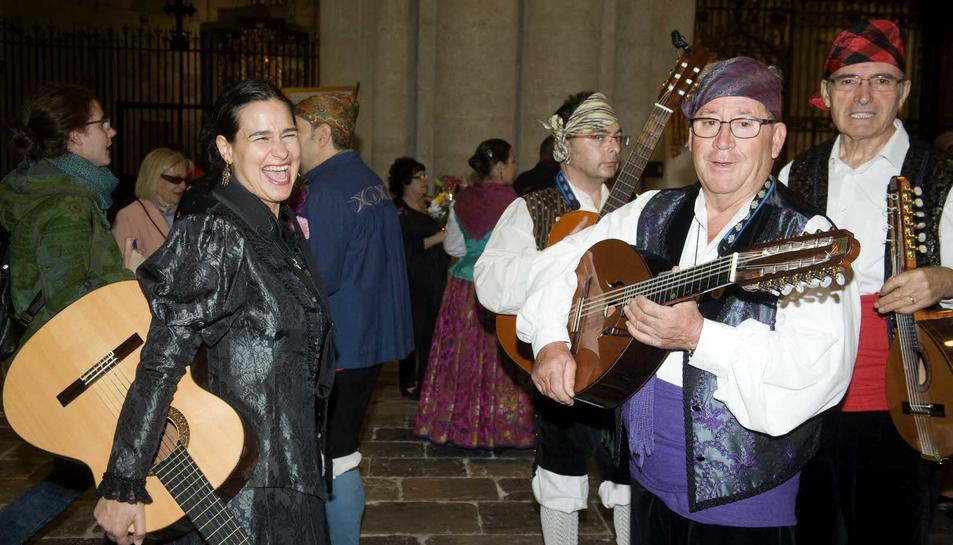 Ofrenda floral a la Virgen del Pilar en la Catedral de Tarragona