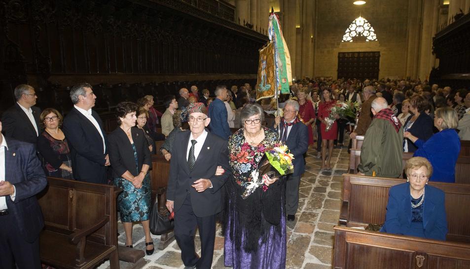 Un moment de l'ofrena floral a la Catedral.