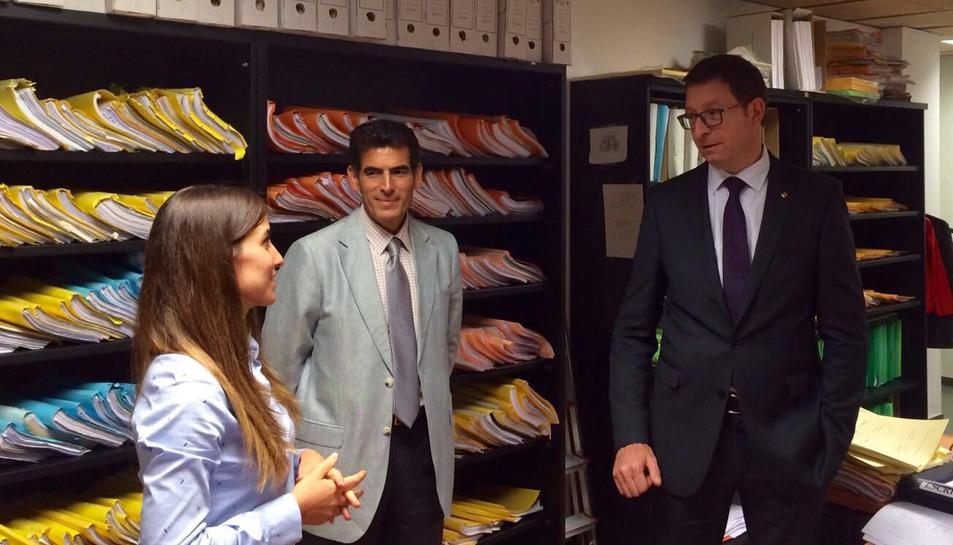 Un moment de la visita del conseller de Justícia ahir als jutjats de Reus.