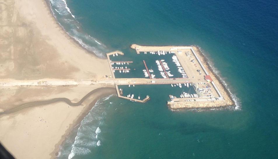 Imatge aèria del port de Coma-ruga. Imatge publicada el 13 d'octubre de 2016
