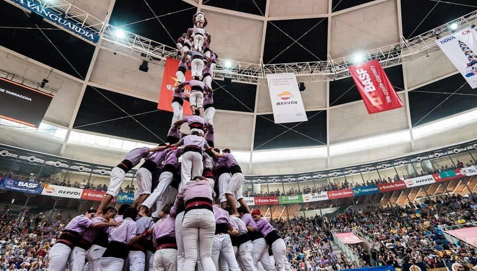 Intent de 3de10 amb folre i manilles de la Colla Jove de Tarragona al Concurs de Castells.