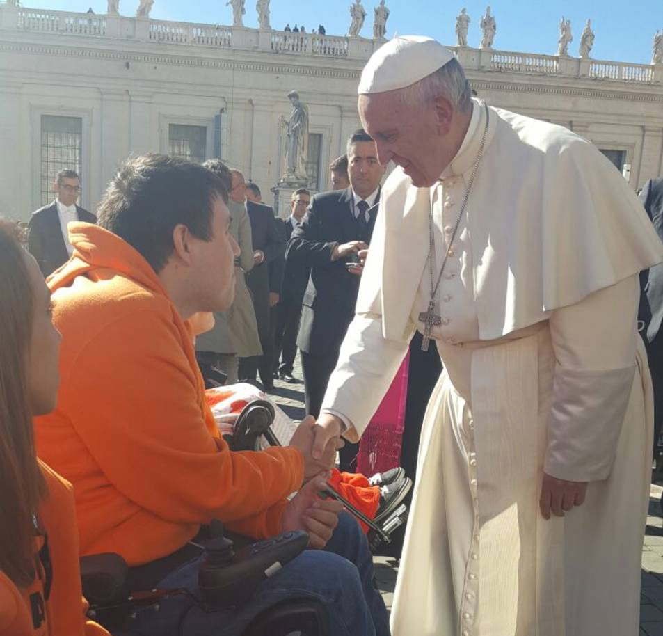 El Papa Francesc va saludar personalment al tarragoní Pau Torres.