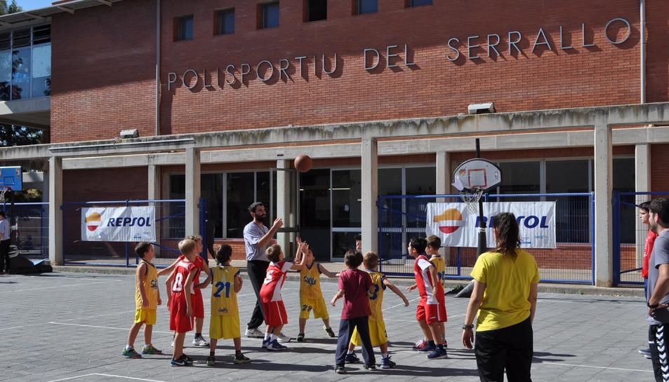 Imágenes del encuentro de escuelas en el Pabellón del Serrallo