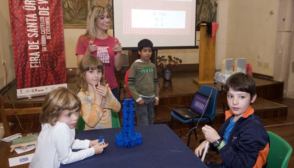 La periodista Elisabet Carnicer va acompanyar als petits.