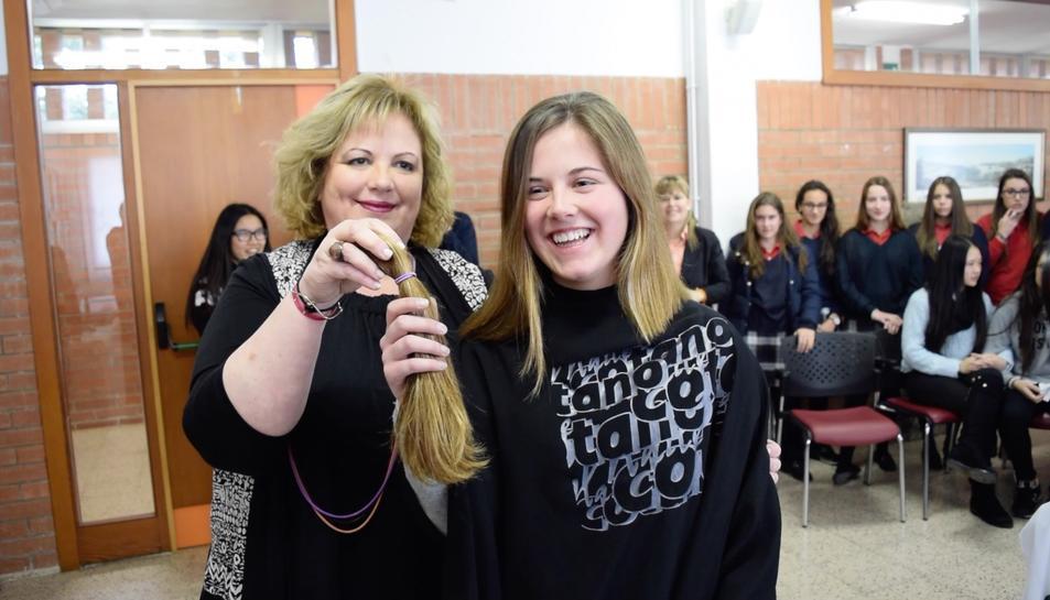 El Col·legi Aura ja va realitzar un tallat de cabell solidari el passat mes de febrer.