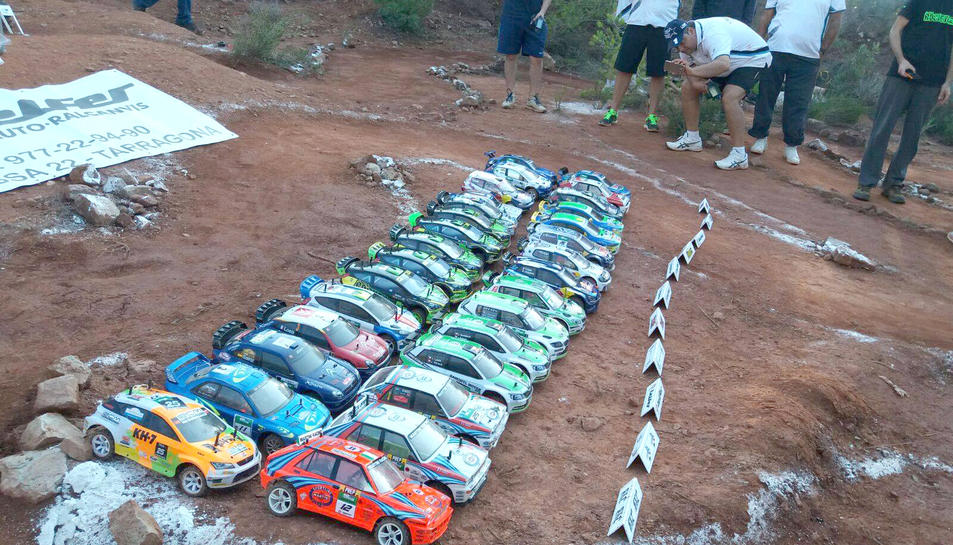 Tots els vehicles que van participar a la competició a Alcover.