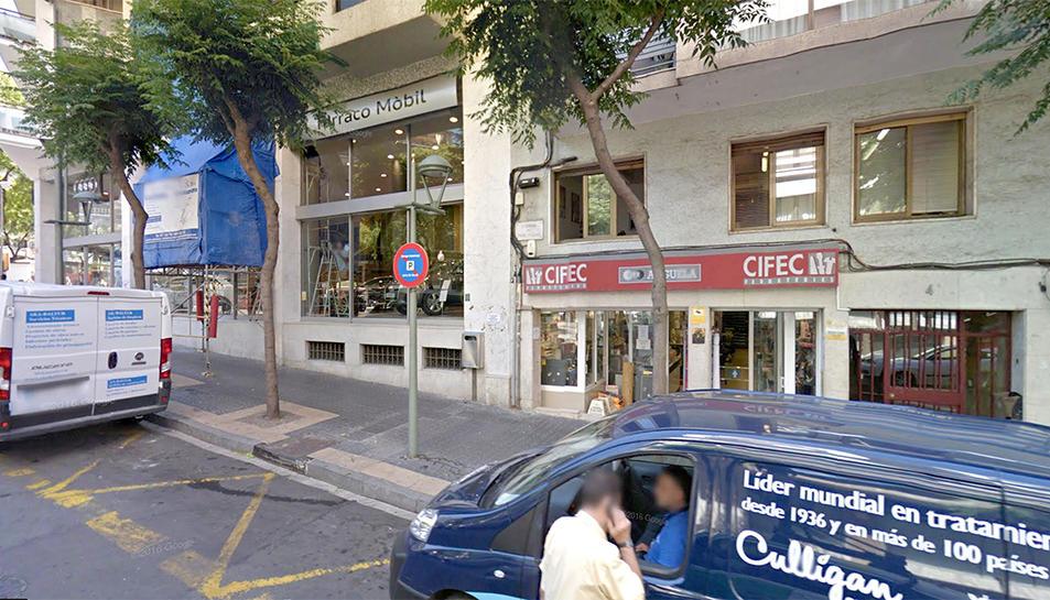 Establiment de la Ferreteria Anguela al carrer Pare Palau de Tarragona