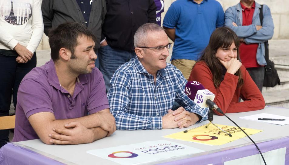 Mariano Pescador, al centre de la taula, encapçala la candidatura.