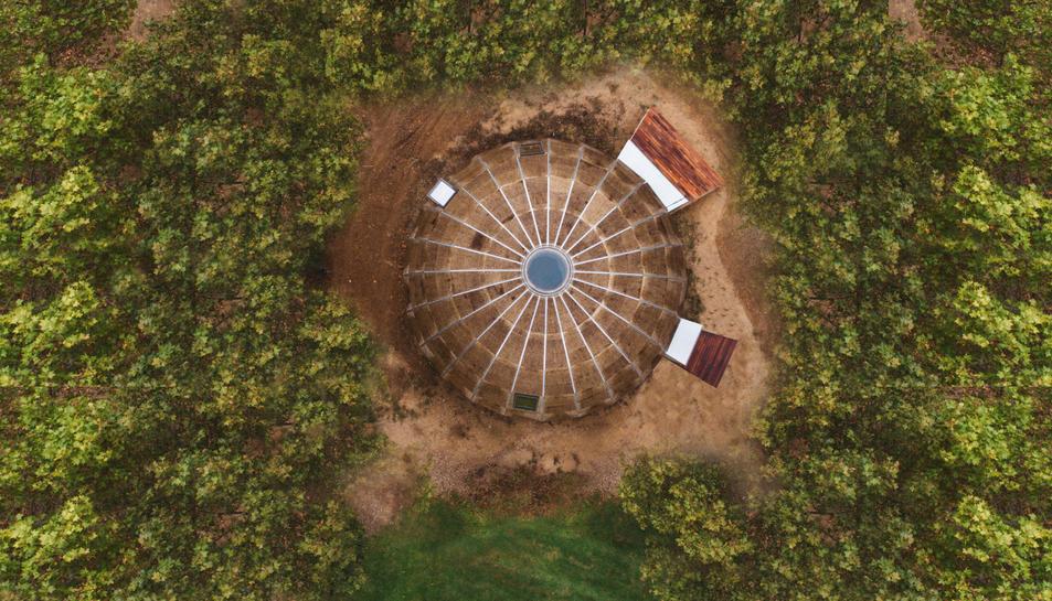 La casa de mostra vista des d'un dron.