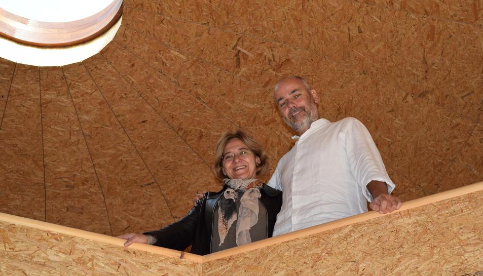 Patrick Debenath i Núria Rom a la planta superior de la casa.