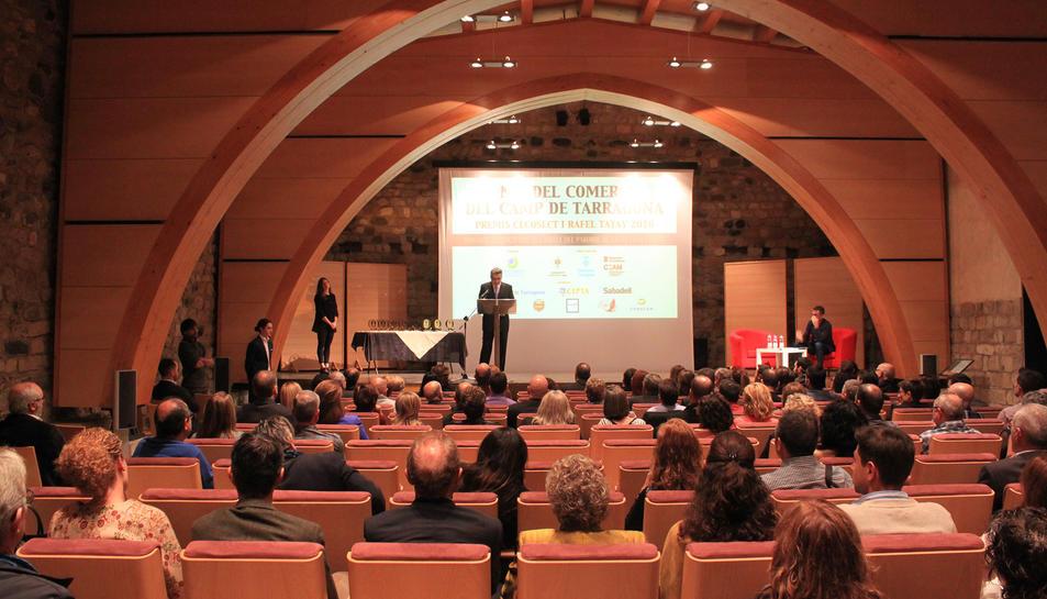 La sala del Castell del Paborde va acollir prop de 150 representants del món del comerç del Camp.