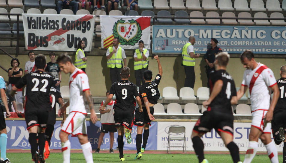 El capità del conjunt reusenc, Ramon Folch, celebra l'1-0 contra el Rayo Vallecano.