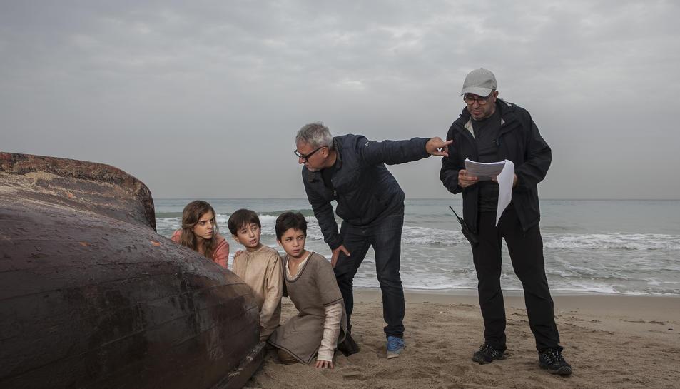 Imatge del rodatge d'una de les escenes de la sèrie a la platja de Tamarit.
