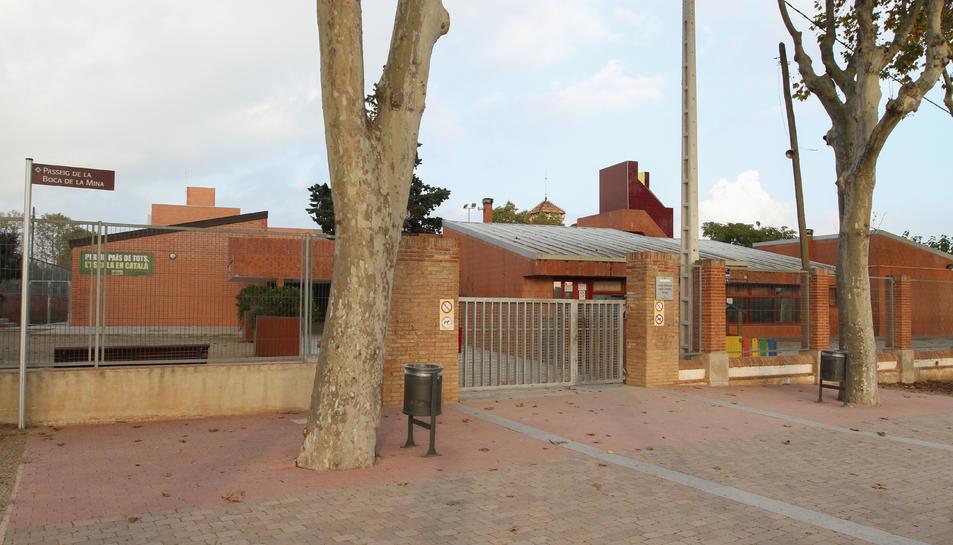 L'Escola Mowgli, on part de l'AMPA i la família del nen reclamen ampliar l'horari a Ensenyament.