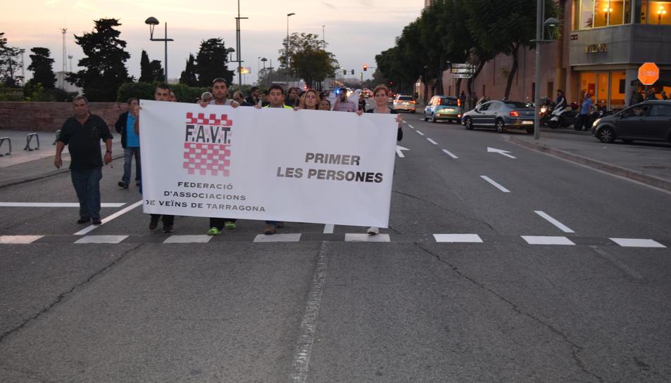 Els manifestants, al seu pas pel Parc Central.