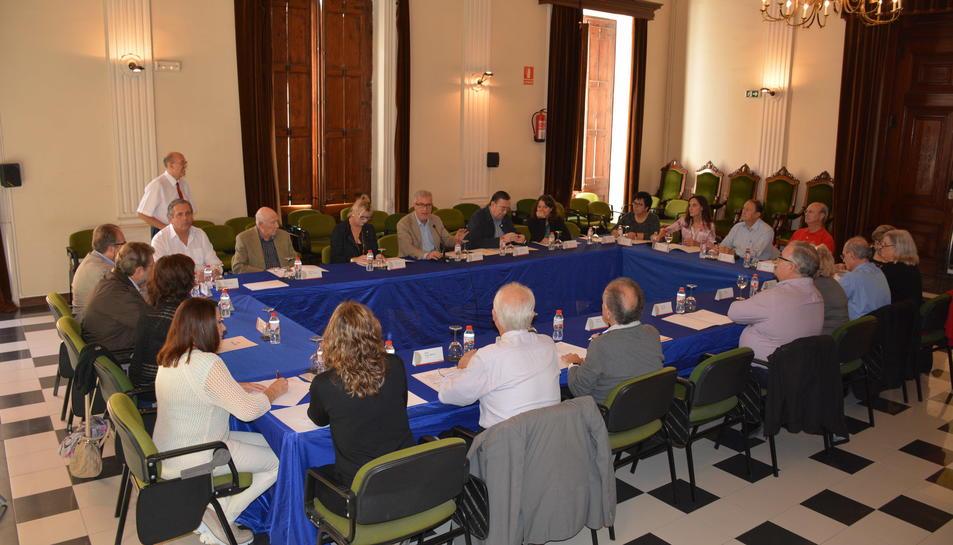 Imatge de la reunió del Senat a l'Ajuntament de Tarragona.