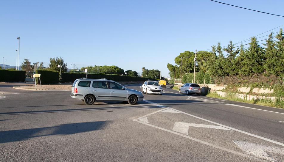 Uns 8.000 cotxes circulen a diari per aquesta via.