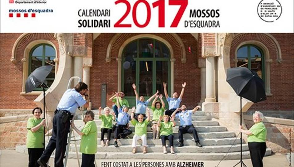 Els malalts d'Alzheimer i els seus familiars protagonitzen la quarta edició del calendari.