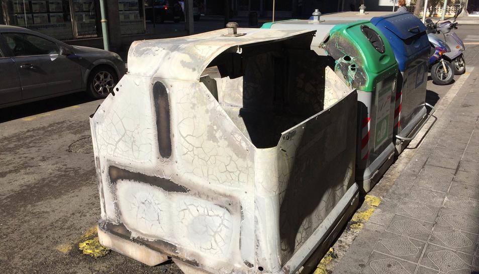 Imatge de l'estat enquè ha quedat el contenidor.
