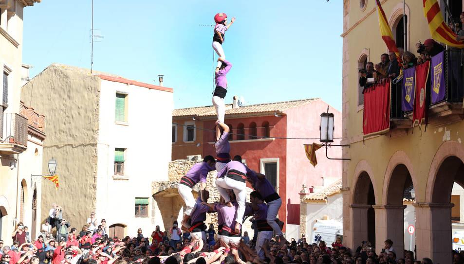 4de7 amb agulla dels Castellers d'Altafulla a la plaça del Pou d'Altafulla.
