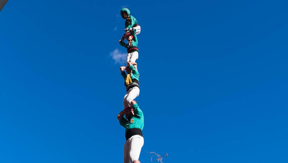Pilar de 7 amb folre dels Castellers de Sant Pere i Sant Pau a la III Trobada de Colles del Sud.