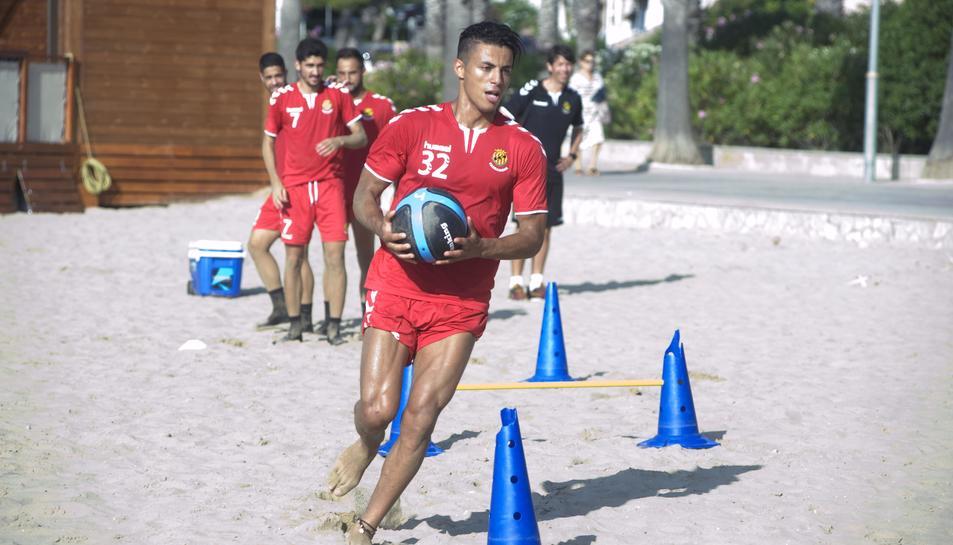 Mohammed Rharsalla entrena amb el Nàstic aquest estiu. El futbolista no jugarà més amb la samarreta del Nàstic.