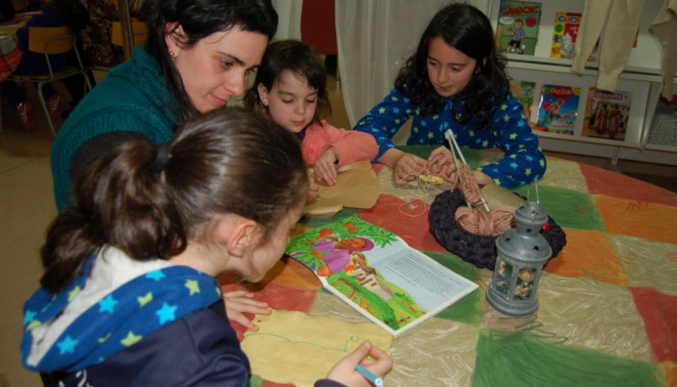 Un moment d'un dels tallers que formen part del projecte de lectura infantil premiat.
