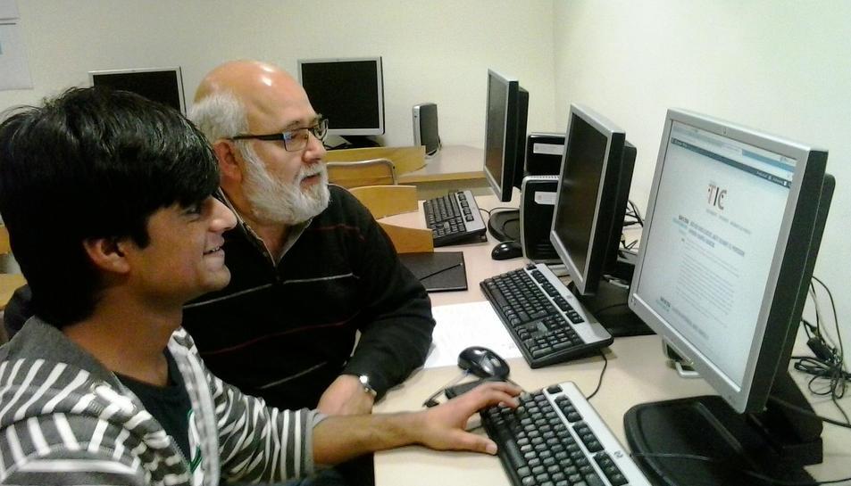 Imatge d'una de les parelles TIC en una edició anterior del projecte.