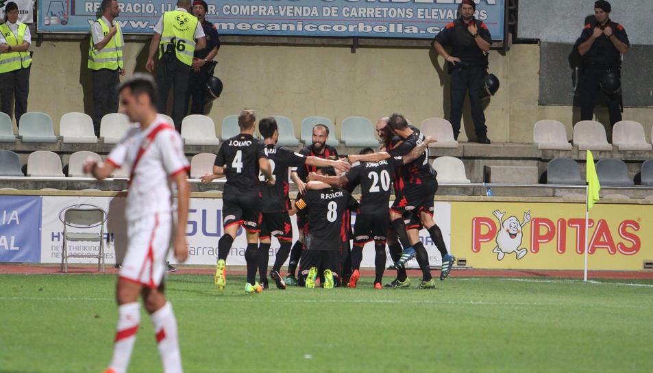 Els jugadors del Reus celebren un gol contra el Rayo.