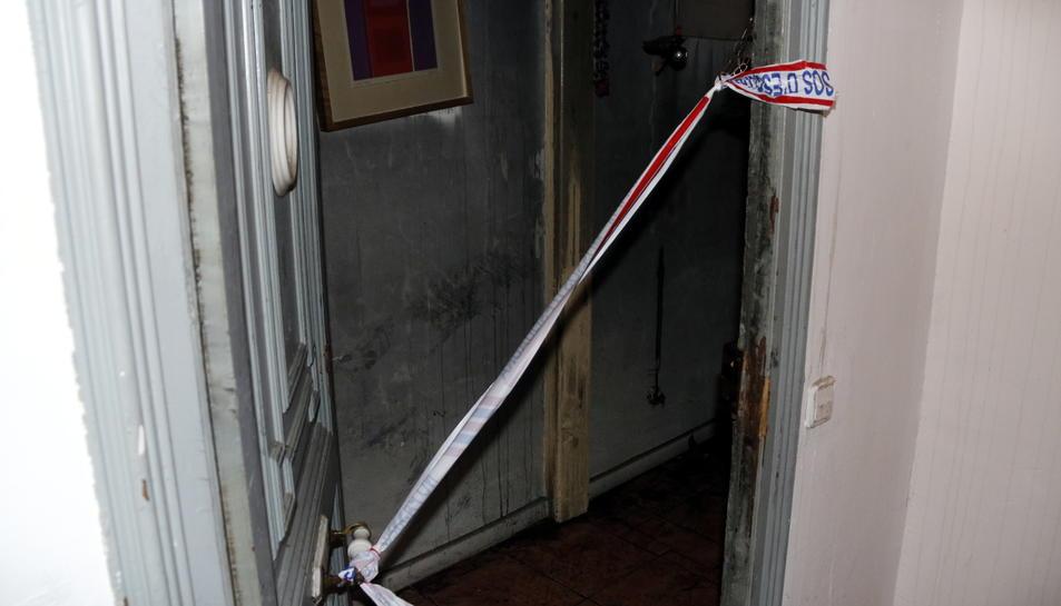 La porta del pis on vivia l'àvia.